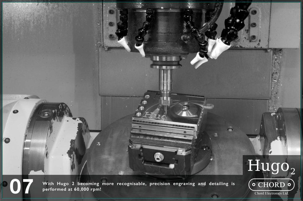 Hugo 2 incepe sa fie din ce in ce mai recognoscibil. Gravarea si detalierea se face la o viteza de 60.000 de rotatii pe minut.