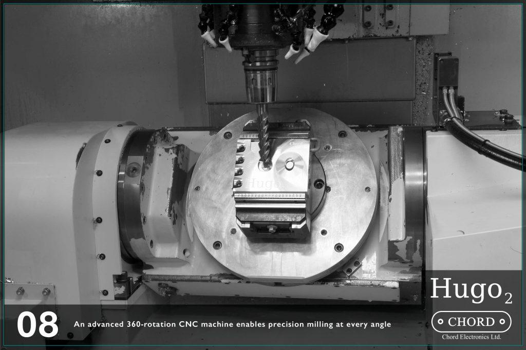 O masinarie CNC avansata cu rotatii 360 asigura o sculptare cu precizie inalta in orice unghi.