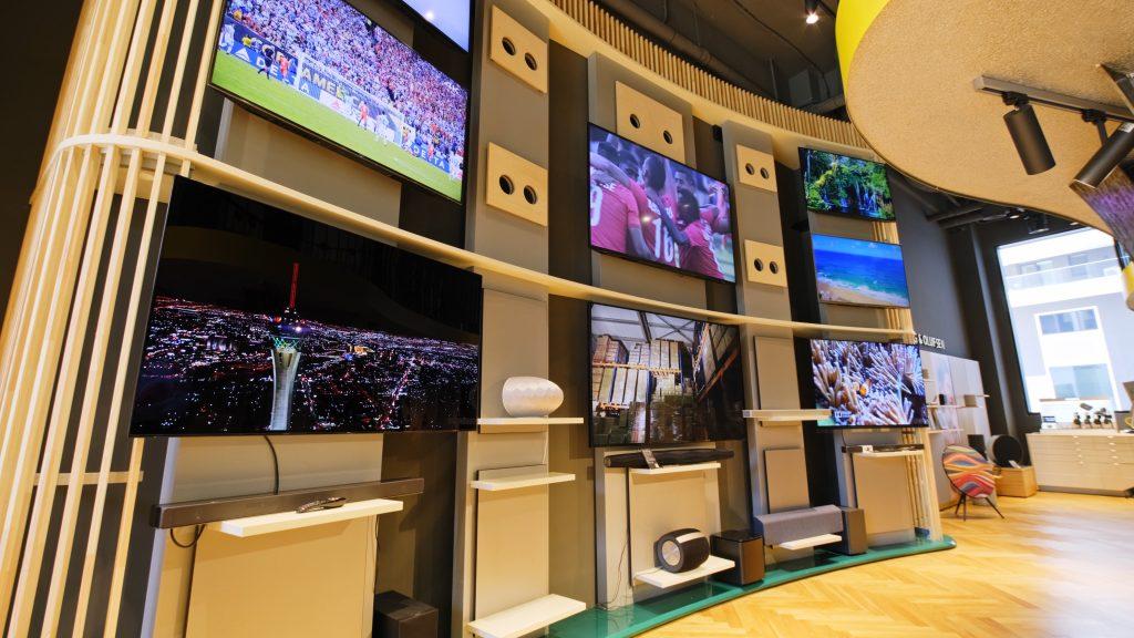 Televizoare in showroom-ul AVstore Herastrau